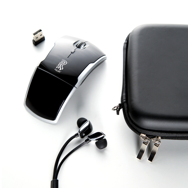 Wireless mouse with earphone set